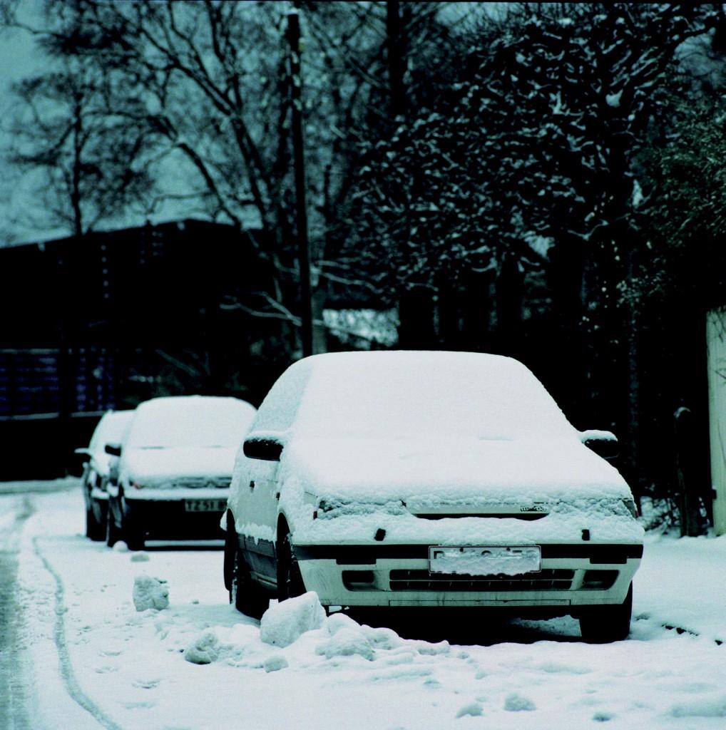 Bil med sne