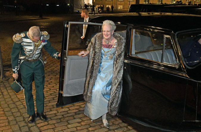 Foto HASSE FERROLD KONGELIGT NYTÅRSTAFFEL FOR REGERING m.fl, AMALIENBORG SLOT 1 01 2017. H.M.THE QUEEN OF DENMARK , H.R.H. PRINCE HENRIK, H.R.H.THE CROWN PRINCE, H.R.H.THE CROWN PRINCESS, H.R.H.PRINCE JOACHIM, H.R.H. PRINCESS MARIE, THE DANISH PRIME MINISTER, SPEAKER OF THE DANISH PARLAMENT, THE MINISTERS OF THE GOVERNMENT and other high level officials attended THE ROYAL NEW YEAR DINNER 1 01 2017. Dronningens Nytårstale 2016 http://kongehuset.dk/nyheder/laes-nytaarstalen-2016 http://www.dr.dk/nyheder/indland/missede-du-dronningens-nytaarstale-se-og-laes-hele-talen-her#!/ STATSMINISTERENS NYTÅRSTALE http://www.dr.dk/nyheder/politik/overblik-se-og-laes-statsministerens-nytaarstale-her#!/