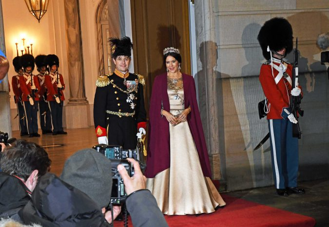 Foto HASSE FERROLD: KONGELIGT NYTÅRSTAFFEL FOR REGERING m.fl, AMALIENBORG SLOT 1 01 2017. H.M.THE QUEEN OF DENMARK , H.R.H. PRINCE HENRIK, H.R.H.THE CROWN PRINCE, H.R.H.THE CROWN PRINCESS, H.R.H.PRINCE JOACHIM, H.R.H. PRINCESS MARIE, THE DANISH PRIME MINISTER, SPEAKER OF THE DANISH PARLAMENT, THE MINISTERS OF THE GOVERNMENT and other high level officials attended THE ROYAL NEW YEAR DINNER 1 01 2017. Dronningens Nytårstale 2016 http://kongehuset.dk/nyheder/laes-nytaarstalen-2016 http://www.dr.dk/nyheder/indland/missede-du-dronningens-nytaarstale-se-og-laes-hele-talen-her#!/ STATSMINISTERENS NYTÅRSTALE http://www.dr.dk/nyheder/politik/overblik-se-og-laes-statsministerens-nytaarstale-her#!/