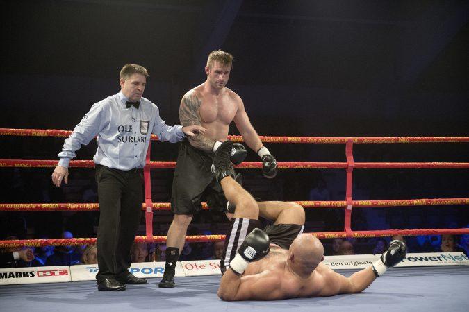 Danish Fight Night l¯rdag 3. december Ceres Park ≈rhus. SvÊrvÊgt, 6X3 min. omg. PIERRE MADSEN vs ADILSON DA SILVA SANTOS
